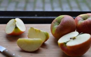 Врачи рассказали, в каких случаях могут вредить яблоки