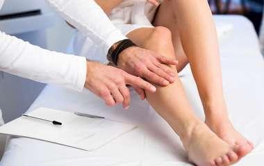 Врач рассказал, как с помощью простых упражнений избежать варикоза в ногах