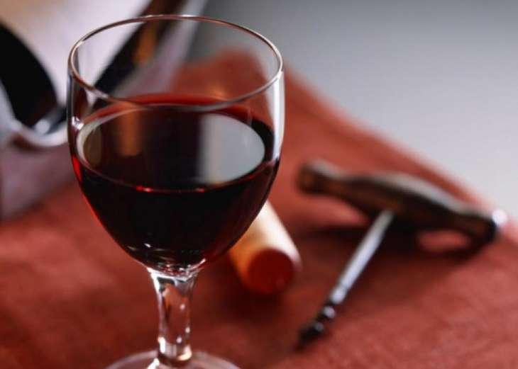 Медики рассказали о пользе красного вина в борьбе с лишним весом