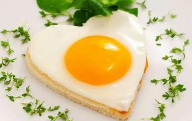 Накормить всех: необычные рецепты приготовления яичницы