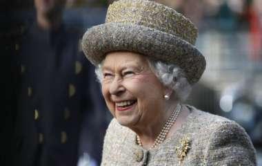 «Загорал с полуголыми красотками»: мужа внучки Елизаветы II подозревают в измене