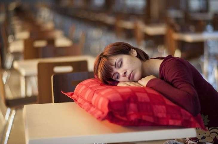 О чем говорит постоянная усталость: 7 причин сонливости