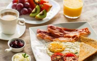 Приготовление за 15 минут: вкусные и сытные завтраки для тех, у кого нет времени на готовку