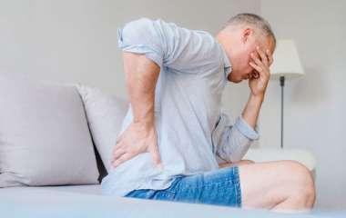 Нейрохирурги рассказали о причинах болей в спине по утрам
