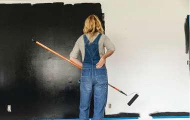 Стены, кухня, даже унитаз: 12 фото абсолютно черной квартиры