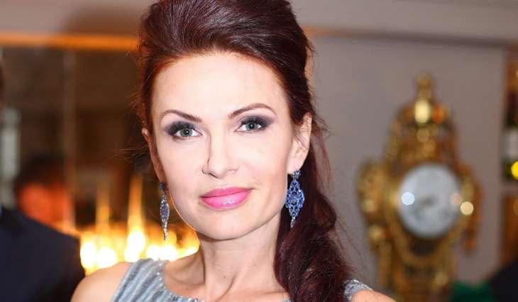 Эвелина Блёданс засветилась на премьере с новым кавалером