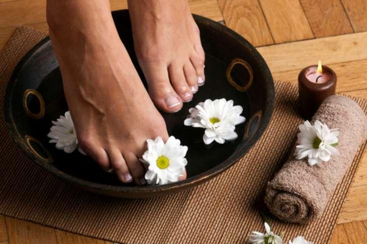 Расслабляющие ванночки для ног: 5 отличных рецептов
