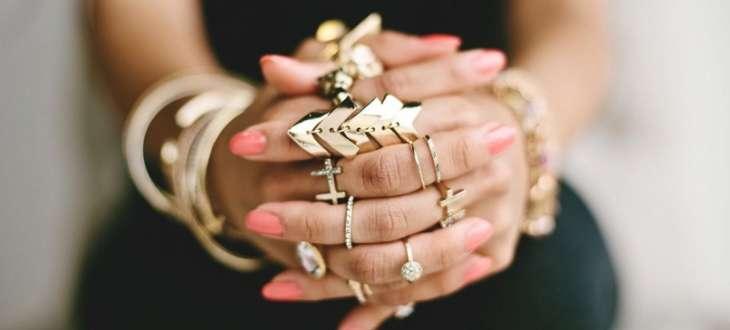 Как правильно носить золото, чтобы не выглядеть безвкусно
