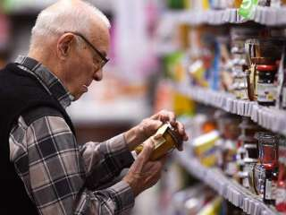 Диетолог назвал вредные для пожилых людей продукты