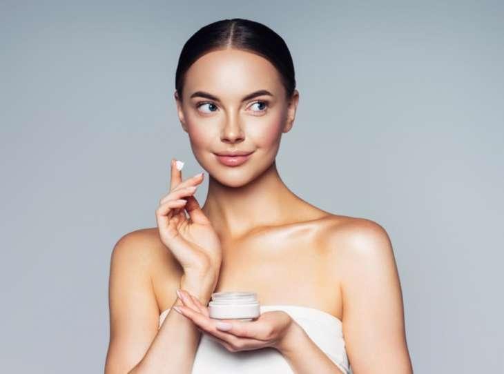 Особо опасны: 4 компонента в составе косметики, которые старят кожу