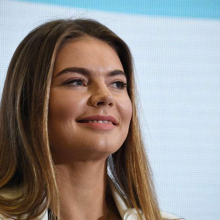 В сети появились новые фотографии располневшей Алины Кабаевой