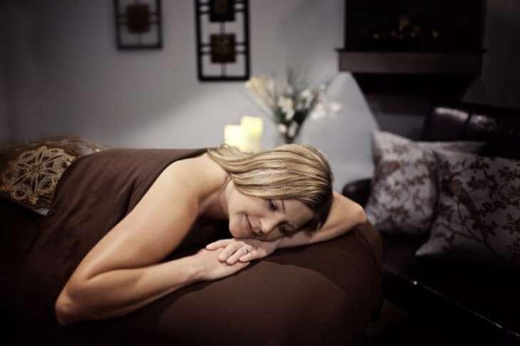 Как сделать возбуждающий массаж девушке чтобы она завелась?