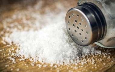 Врач рассказал о безопасном употреблении соли