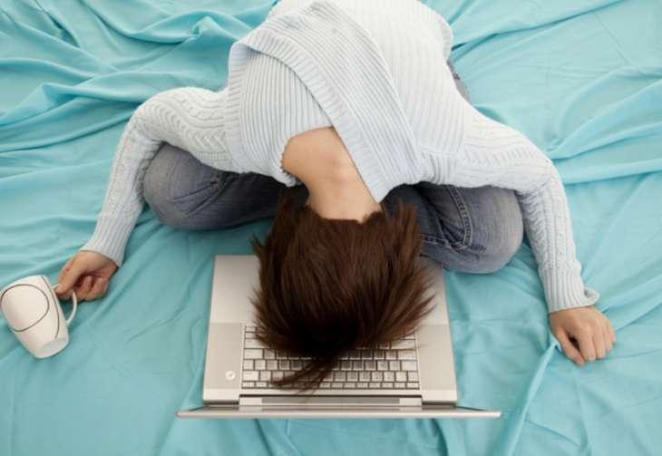 Как отличить переутомление от синдрома хронической усталости: чек-лист от врача