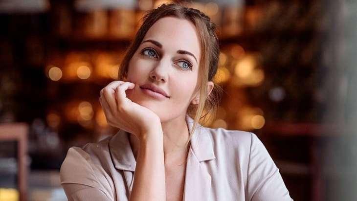 Мерьем Узерли снялась в фотосессии на последних неделях беременности