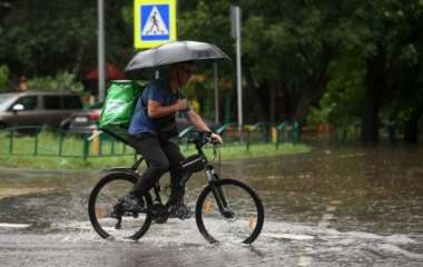 Врач-дерматолог предупредила об опасности прогулок под дождем