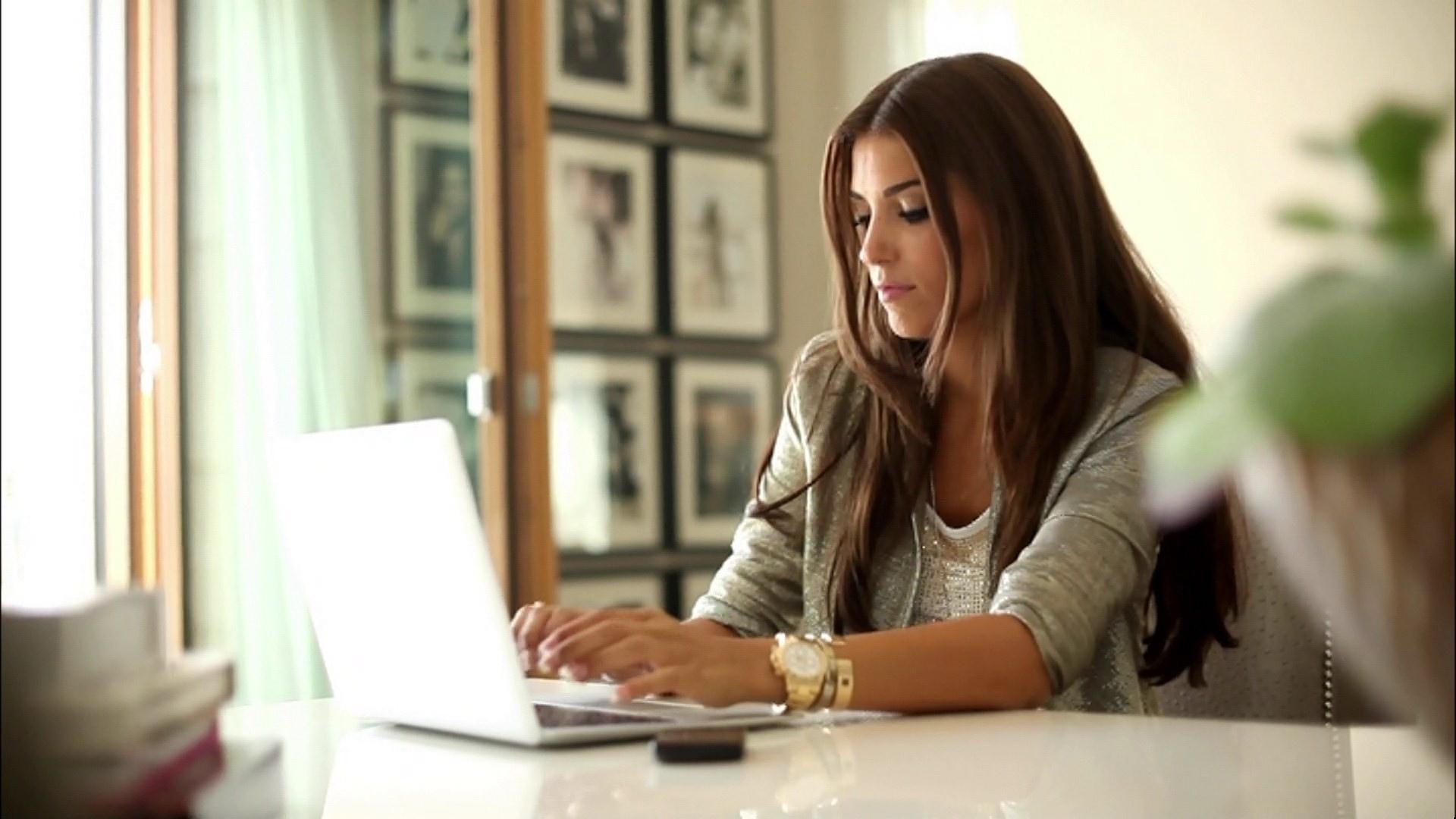 Розумний статус в соціальних мережах - не показник високого інтелекту