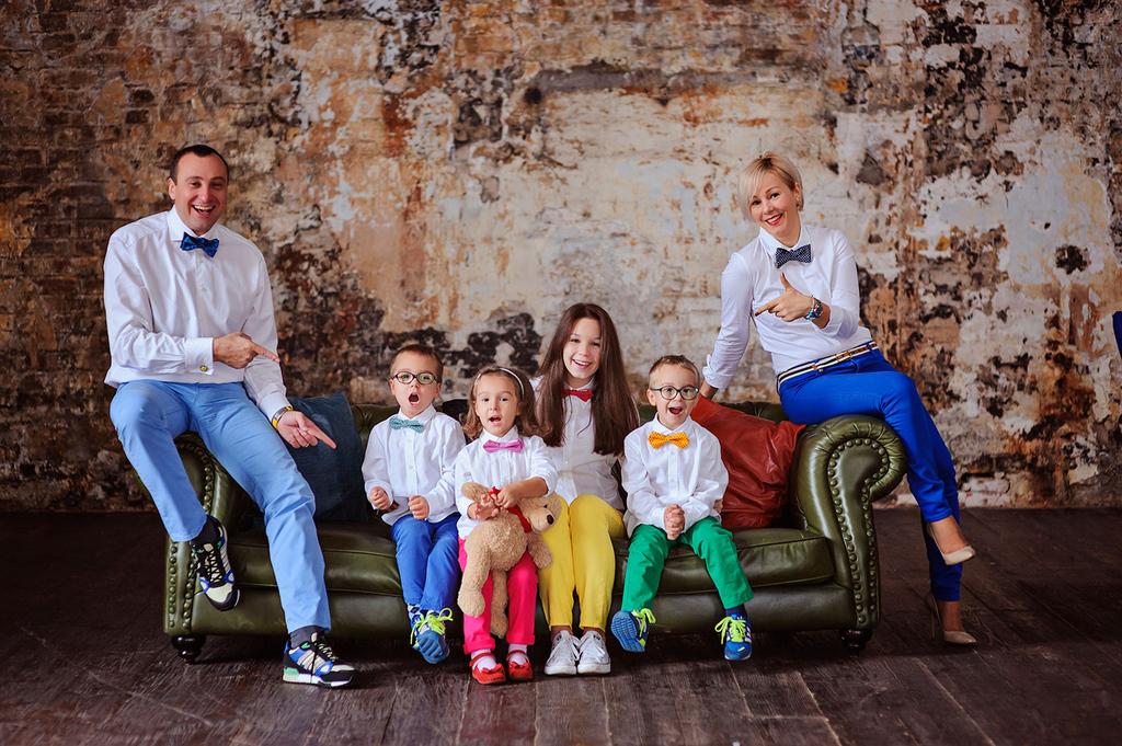 Фото семейное в студии идеи