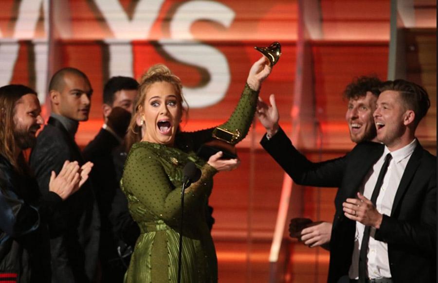 Адель получила «Грэмми» залучшую песню иальбом года