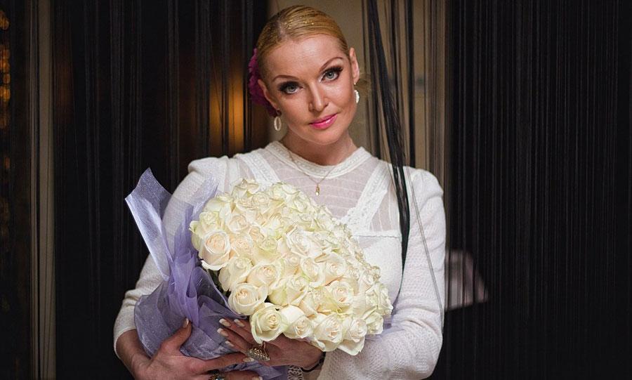 Анастасия Волочкова получила подарок от таинственного фаната