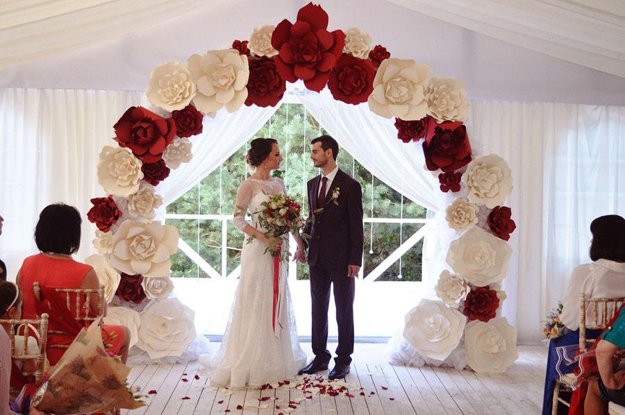 Свадьба за городом: выгодно или нет