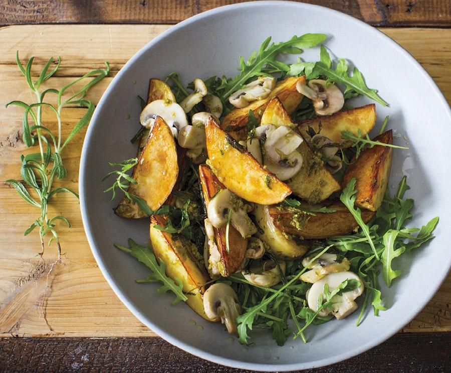 Салат с шампиньонами, жареными кедровыми орешками
