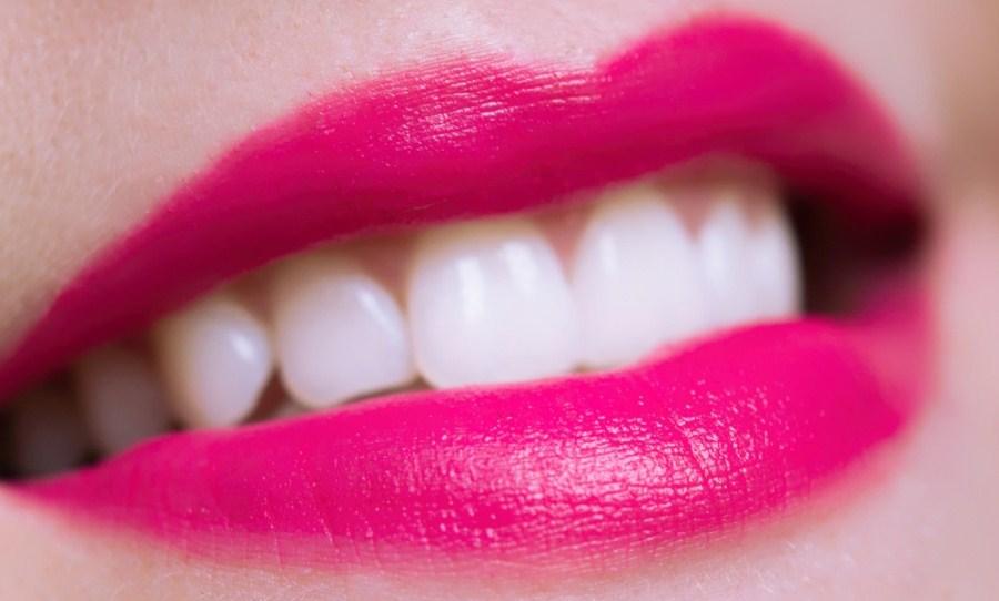 Стоит ли вообще делать отбеливание зубов?
