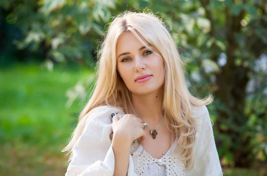 Ольга Горбачева блистала в алом платье
