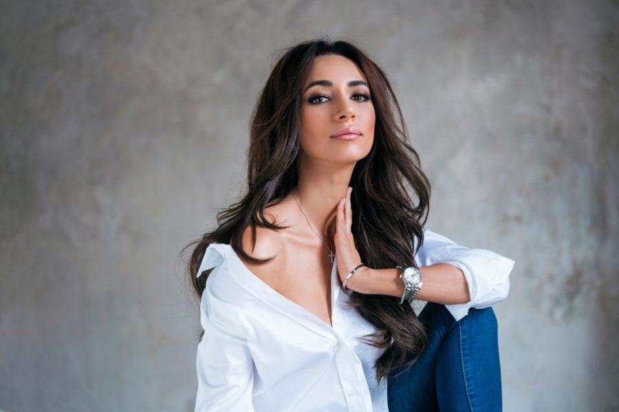 Певица Зара восхитила красотой в белом платье