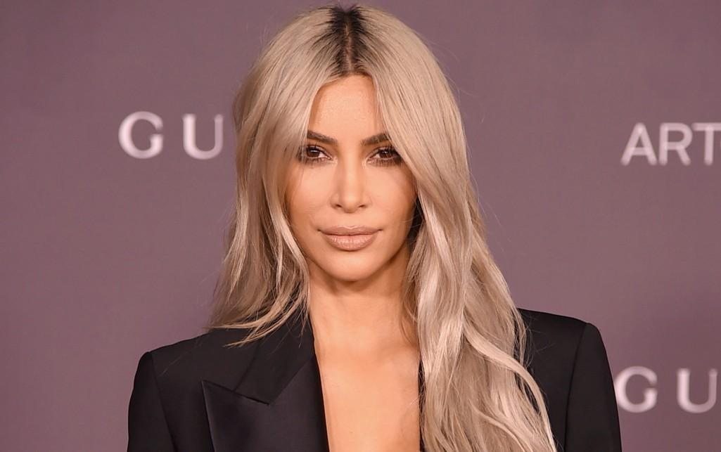 Ким Кардашьян показала грудь