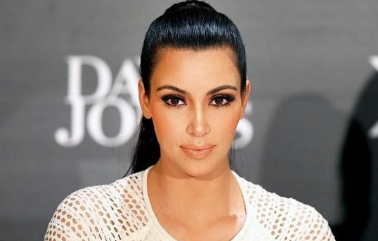 Ким Кардашьян взбудоражила сеть фотографией в бикини