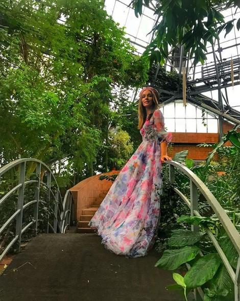 Катя Осадчая в платье фото