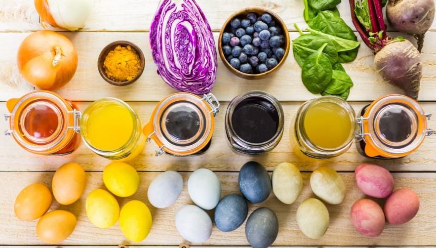 5 оригинальных способов покрасить яйца без красителей