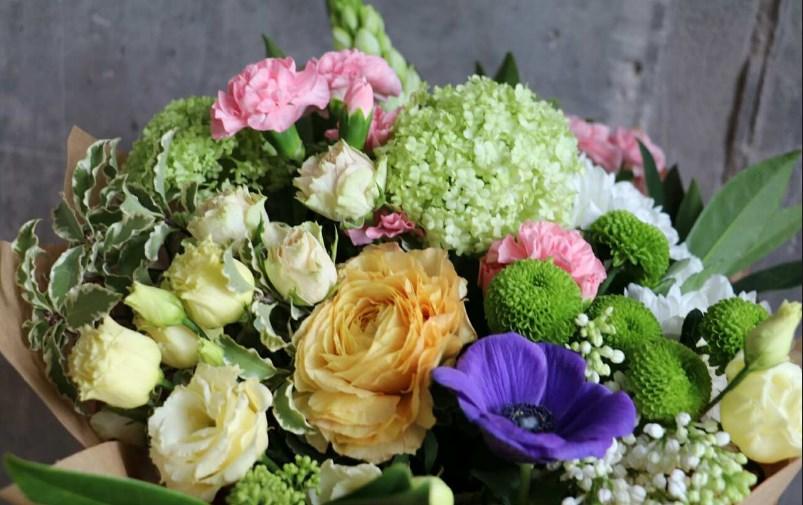 Один цветок для красавицы