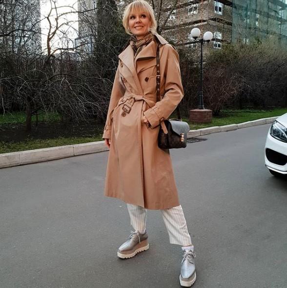 Валерия в стильном аутфите фото
