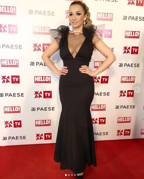Анфиса Чехова в черном вечернем платье фото