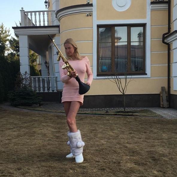 Анастасия Волочкова в розовом платье фото