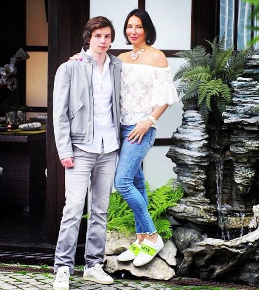 Алика Смехова со страшим сыном фото