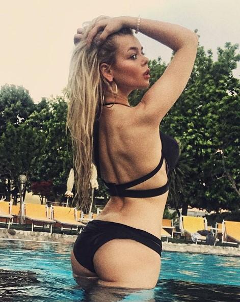 Алина Гросу в черном бикини фото