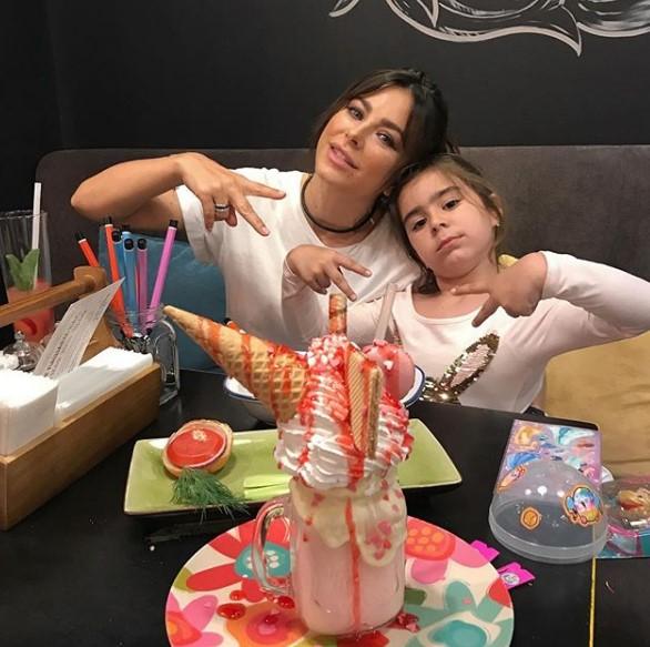 Ани Лорак с дочкой фото