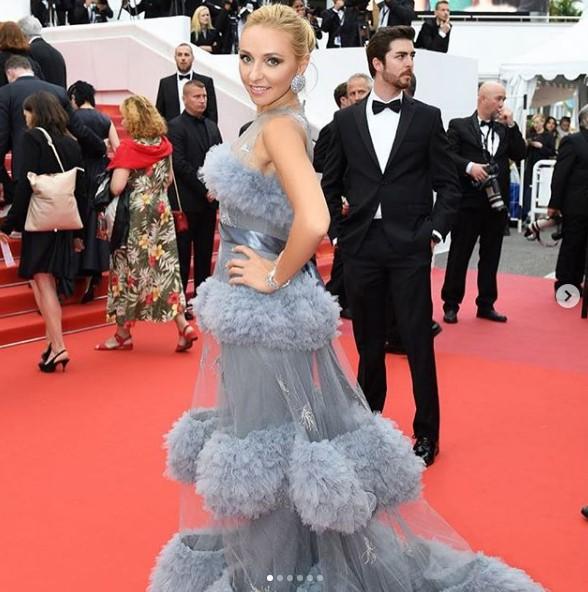 Татьяна Навка в воздушном платье фото