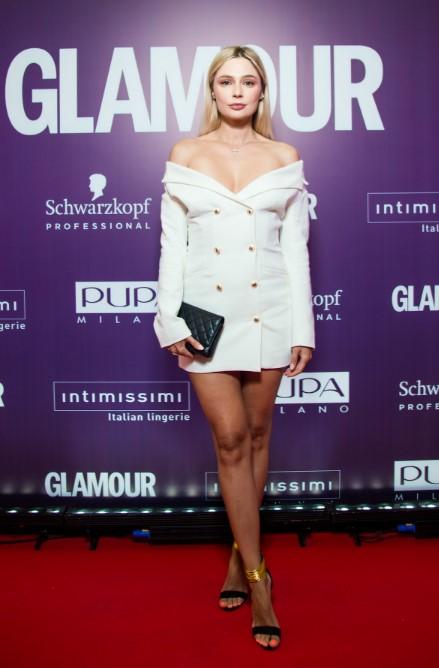 Наталья Рудова в белом платье-жакете фото